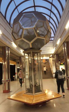 Palma w praskim metrze. Metro Hurka.